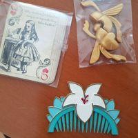Cartas (Mesa Alice no País das Maravilhas), Escaravelho (Mesa Aladdin) e pente (Mesa Mulan)