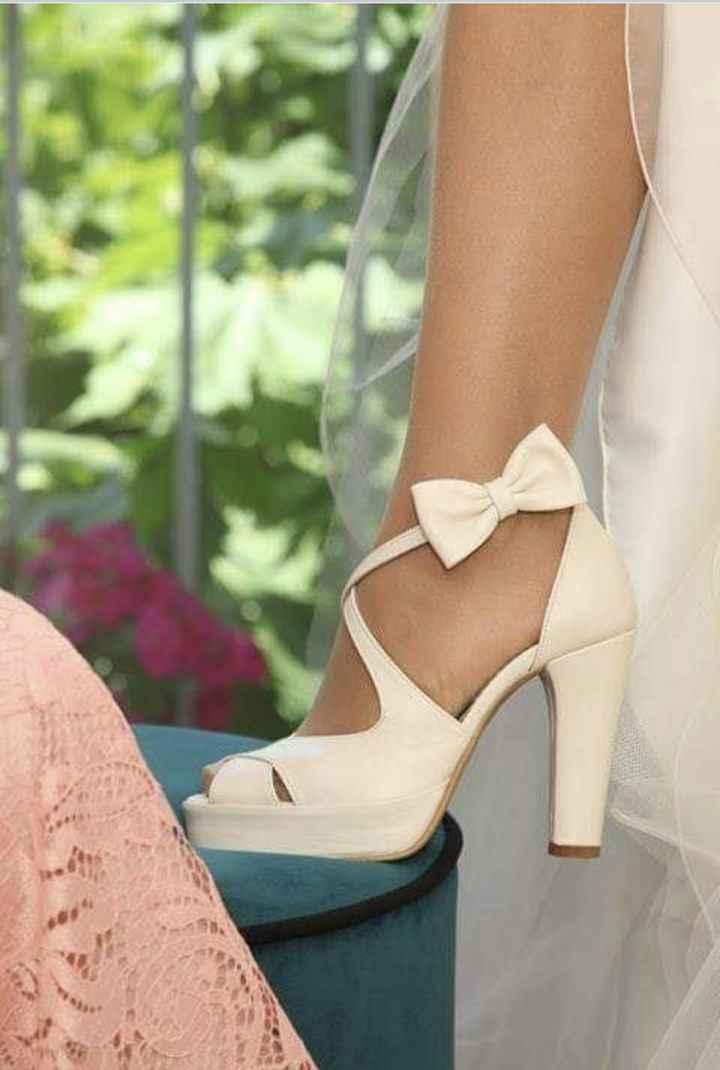 Os sapatos: salto alto fino ou grosso? 4