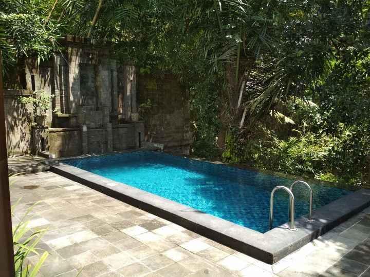 Esta era a nossa piscina privada. Tinhamos uma casinha só para nós, com piscina