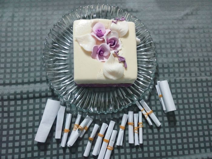 topo do bolo que congelamos e mensagens que estavam na garrafa 1