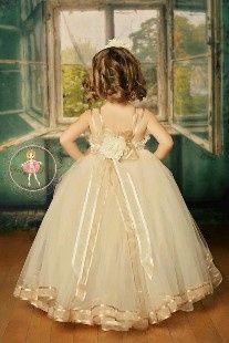 Inspirações para o Mês Dourado: Vestidos para Daminhas 11