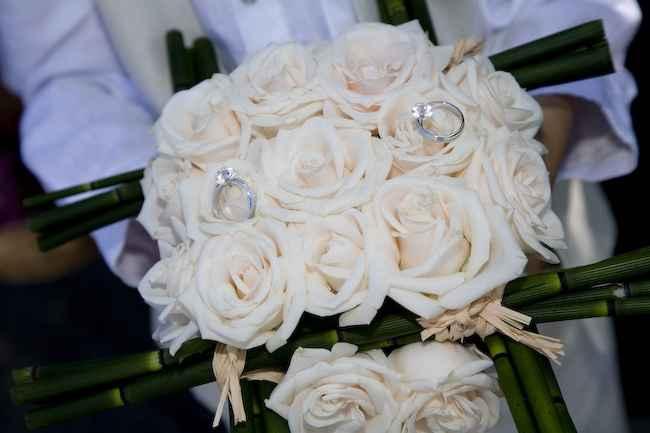 Alianças no bouquet