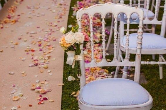 Acho estas cadeiras lindas,  gosto de coisas simples mas lindas ao mesmo tempo e acho que é a nossa