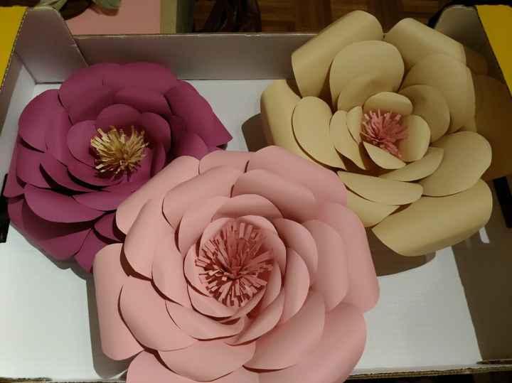 Flores giantes em papel