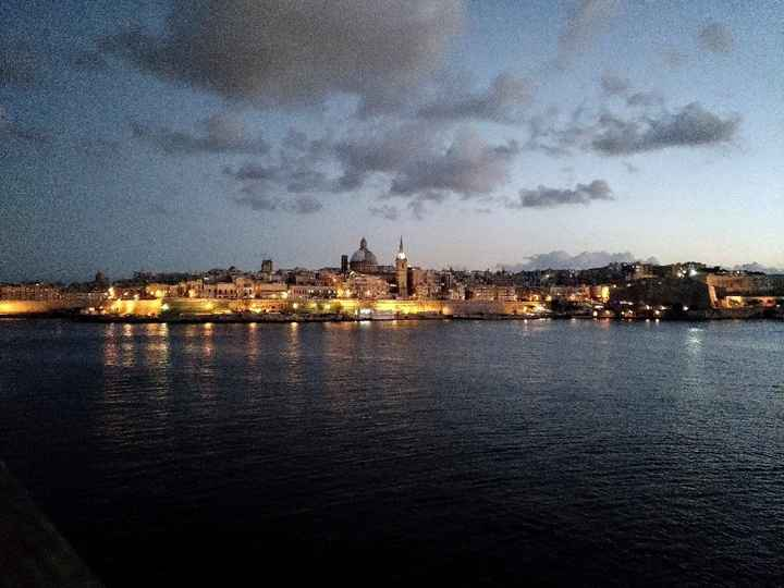 Cidade de Valetta à noite