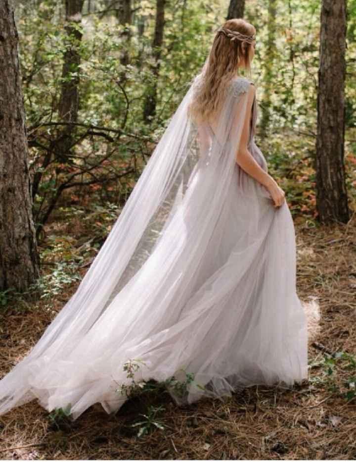 Vestido para casamento em natureza, com asinhas laterais ou capinha na frente? - 2
