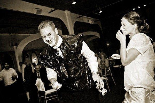 Smash the wedding cake 👍🏻 👎🏻 1