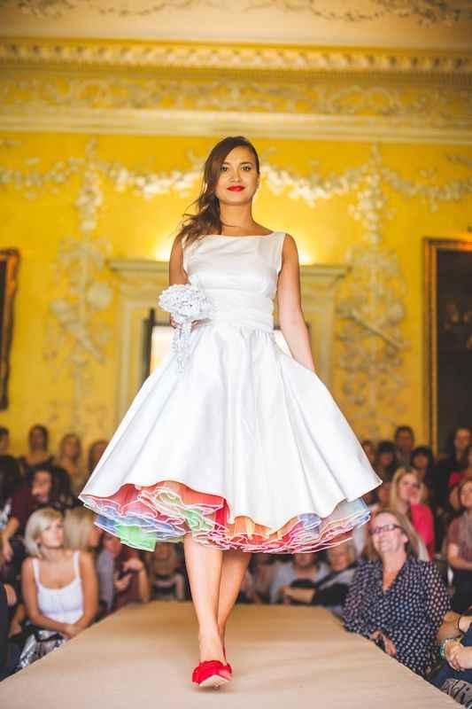 o Arco-íris invade a Comunidade: 3 Inspirações para Vestidos de Noiva 🌈 - 4
