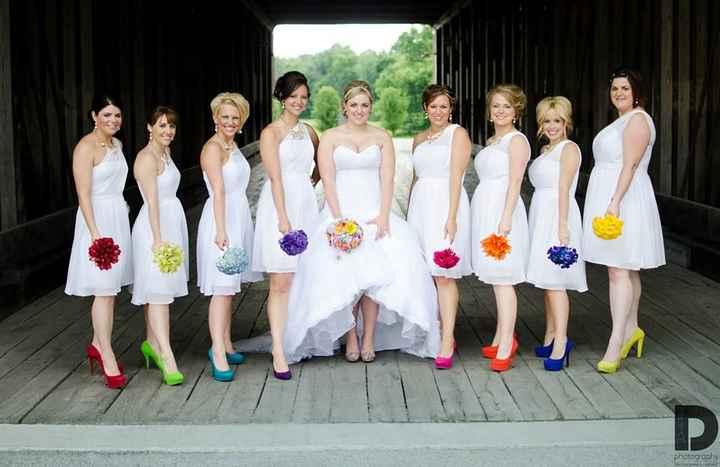 o Arco-íris invade a Comunidade: 3 Inspirações para Vestidos de Damas de Honor 🌈 - 3