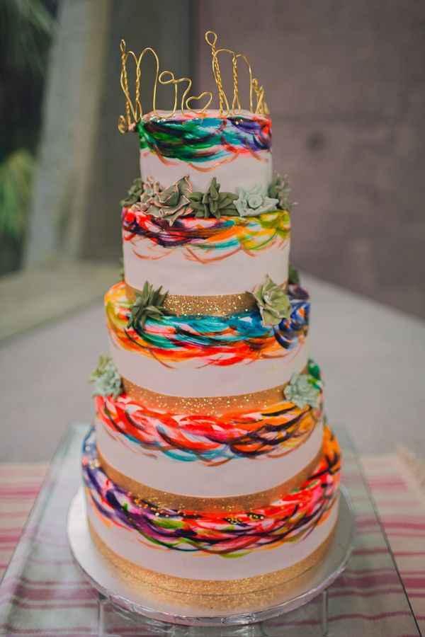 o Arco-íris invade a Comunidade: 3 Inspirações para Bolos de Casamento 🌈 - 1