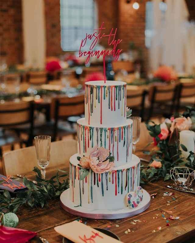 o Arco-íris invade a Comunidade: 3 Inspirações para Bolos de Casamento 🌈 - 3