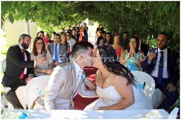 O beijo e a felicidade estampada no rosto dos nossos familiares e amigos