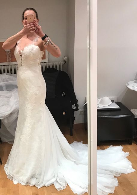 Escolheste sozinha o vestido de noiva ou com companhia? - 1