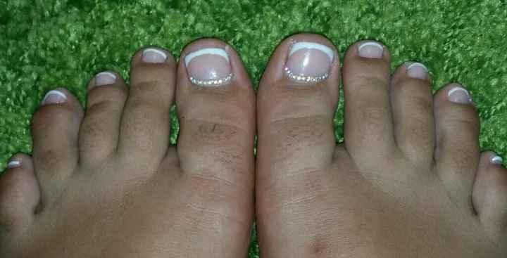 Sobrancelhas pintadas e unhinhas dos pés - 1