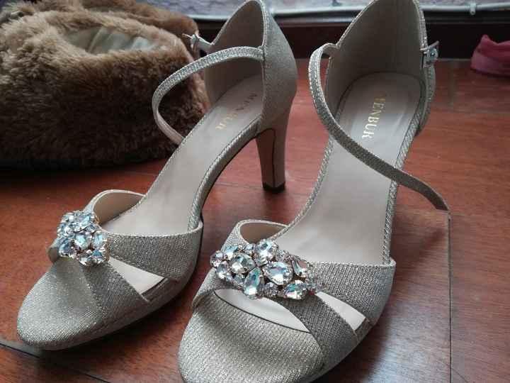 Vestido ou sapatos: o que vão comprar primeiro? - 1