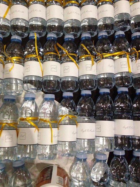 garrafas de água - caracterizadas por mim
