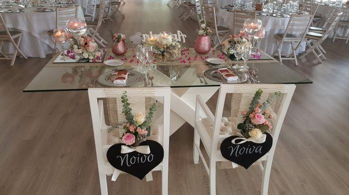 Cadeira dos noivos: cartaz ou laços? 1