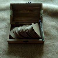 baú aberto com os corações e caneta para escrever