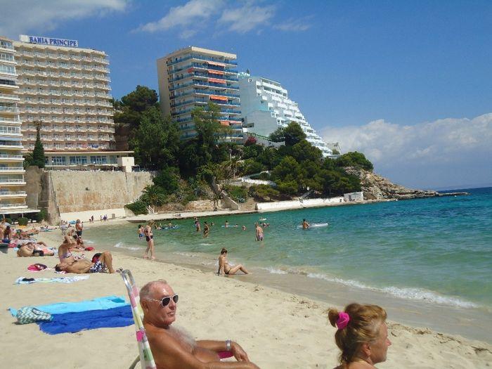 praia em frente do hotel