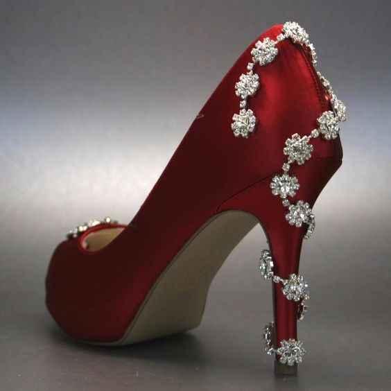 Adoro o vermelho para uma noiva de Natal, e acho estas ideias lindíssimas!