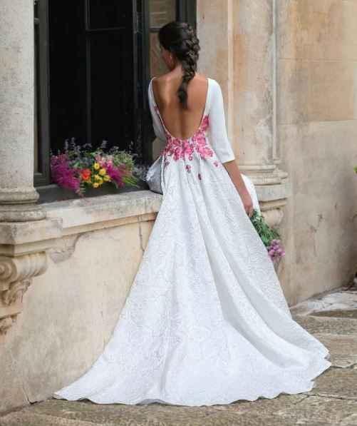 Detalhes coloridos no vestido de noiva? Sim, é possível 👰🏽 - 2