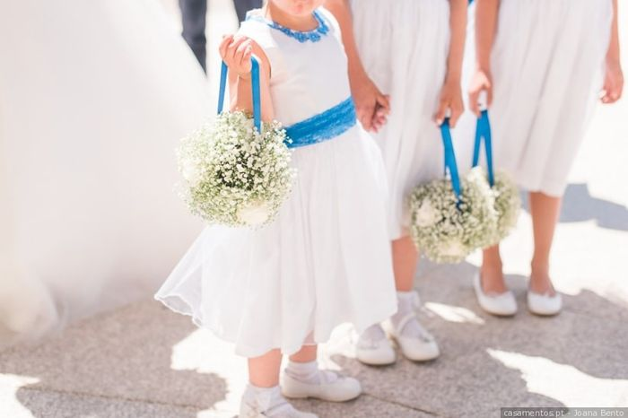 Meninas de aliança de vestido branco ou colorido? 1