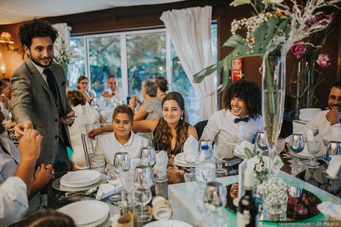 Quantos convidados vais ter por mesa? 1