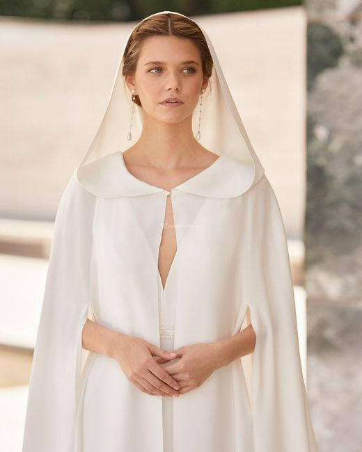 Rosa Clará lança a sua primeira coleção de casacos/boleros e capas de noiva 👰 3