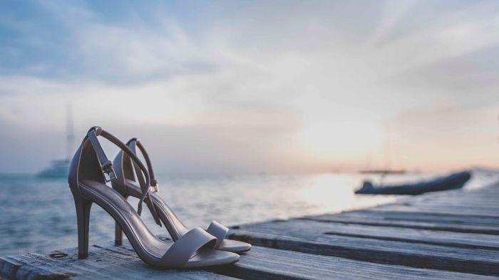 Escolhe um emoji para estas sandálias! 1