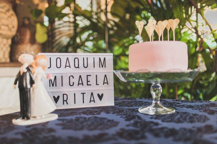 O sabor do bolo de casamento é __________ 1