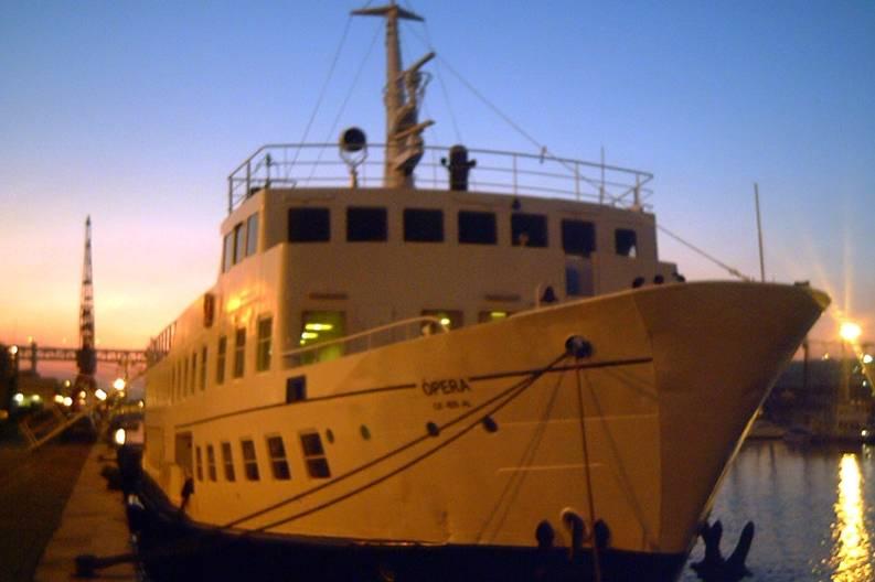 Navio no final de tarde