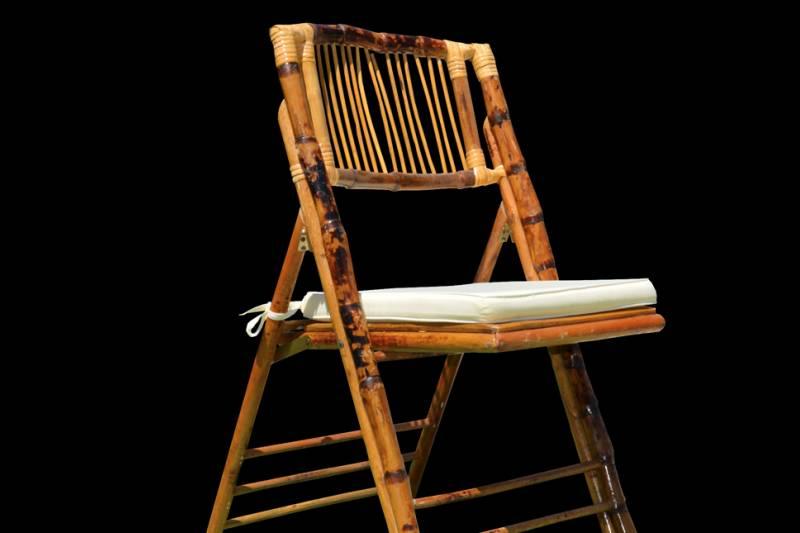 Cadeira em bambu com coxim